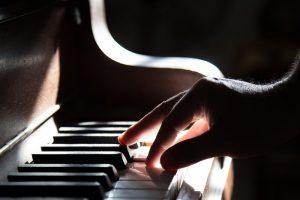 Verschillende muziekstijlen op piano